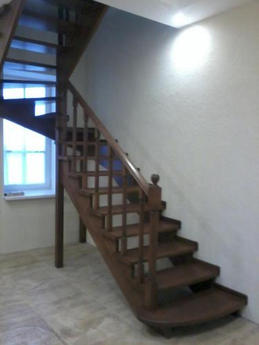 Лестница дубовая открытая (без подступенков)