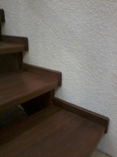 Ступени дубовые на лестнице