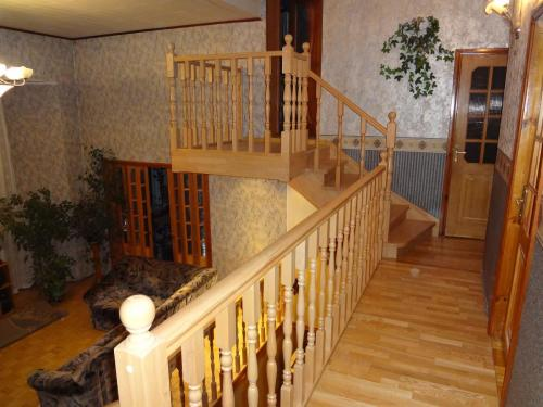 Балкон, площадка и балюстрада лестницы из дуба