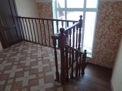 """Балюстрада и площадка дубовой лестницы с балясинами и столбами """"Грань"""""""