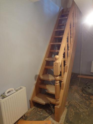 """Лестница из дуба со ступенями """"гусиный шаг"""""""
