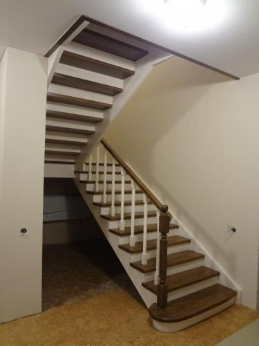 Лестница дубовая на косоурах и тетивах