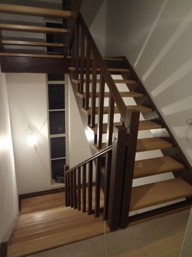 Лестница открытая комбинированная.